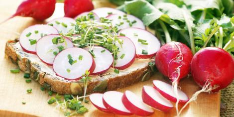 Radieschen und Kresse enthalten gesunde Senföle