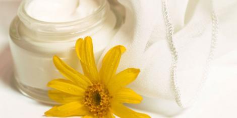 Arnikasalbe hilft bei Wachstumsschmerzen