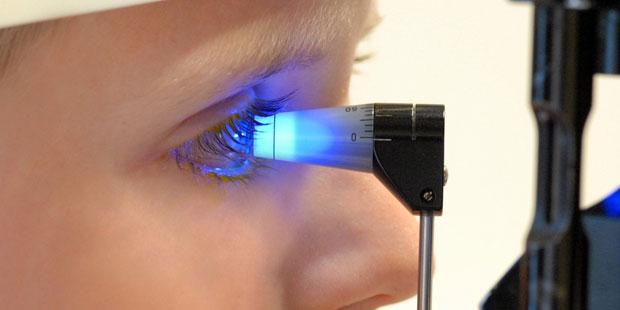 Augeninnendruckmessung zeigt einen Sehsturz an