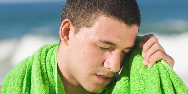 Der Körper verliert bei hohen Temperaturen viel Schweiß