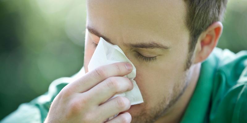 Mann mit Erkältung