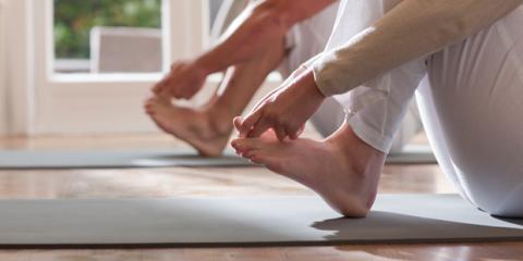 Füßen dehnen wirkt vorbeugend – hilft aber auch bei bestehenden Schmerzen