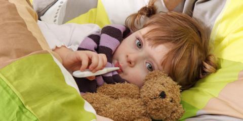 Oft lässt sich das Fieber bei Kindern durch einfache Maßnahmen senken