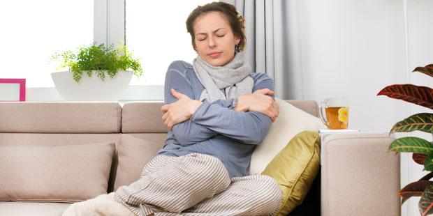 Schüttelfrost tritt sehr häufig in Kombination mit hohem Fieber auf