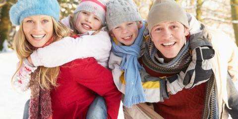 Eine Familie im Schnee