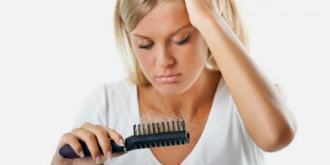 Auch Frauen leiden unter Haarausfall