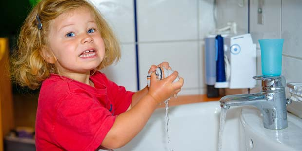 Händewaschen schützt Kind vor Grippe