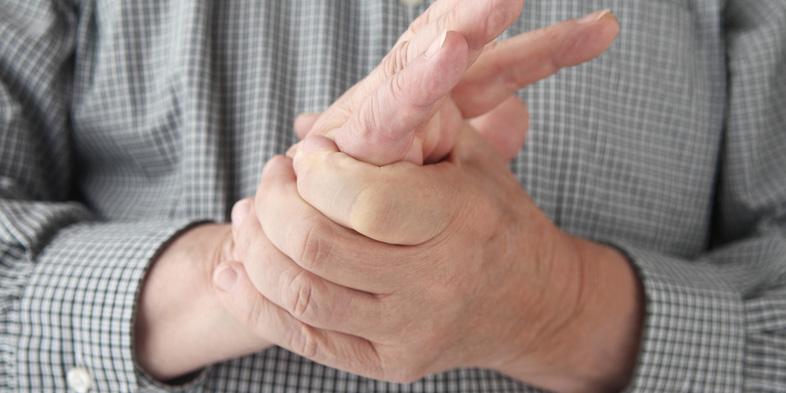 Bei einem Karpaltunnelsyndrom ist meist die rechte Hand betroffen.