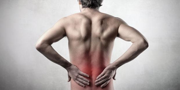 Mann mit axialer Spondyloarthritis