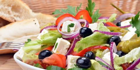 Die Mittelmeer-Diät verlangt Lust am Kochen. Wer das mitbringt, kann abnehmen und trotzdem lecker essen. Entdecken Sie die besten Rezepte in unserer Bildergalerie