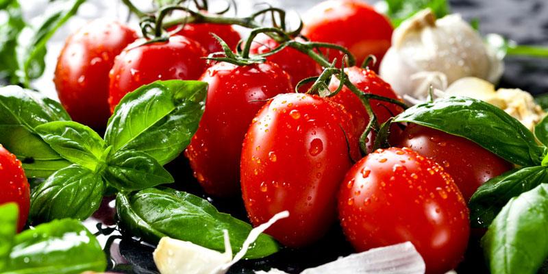 Tomaten mit Basilikum