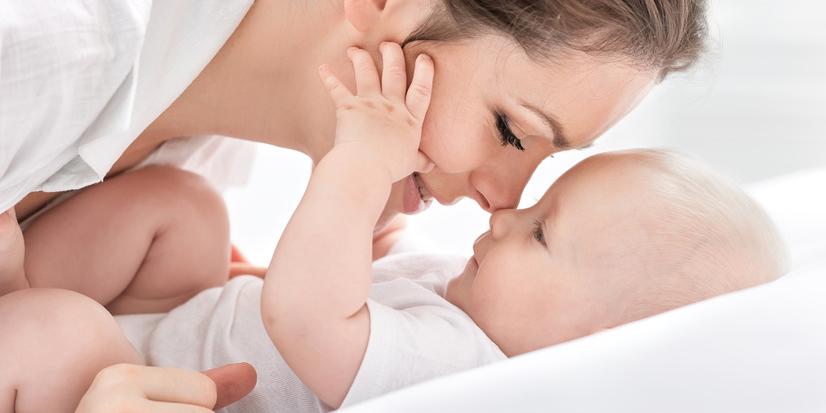 Mutter und Baby mit gesunder Haut