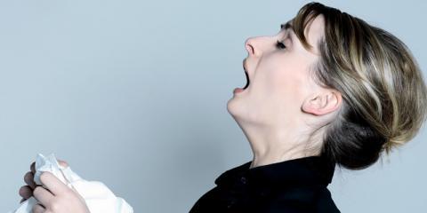 Frau muss niesen
