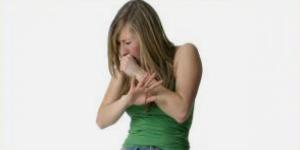 Reizhusten ist ein trockener, häufig lauter Husten ohne Auswurf