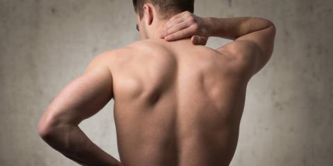 Mann mit Kreuzschmerzen