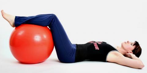 Training gegen Rückenschmerzen mit Gymnastikball