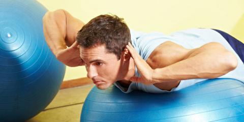 Training mit dem Gymnastikball gegen Rückenschmerzen