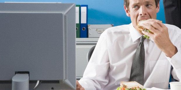 Vor dem Fernsehr essen, ist ein Anzeichen für Stress-Esser