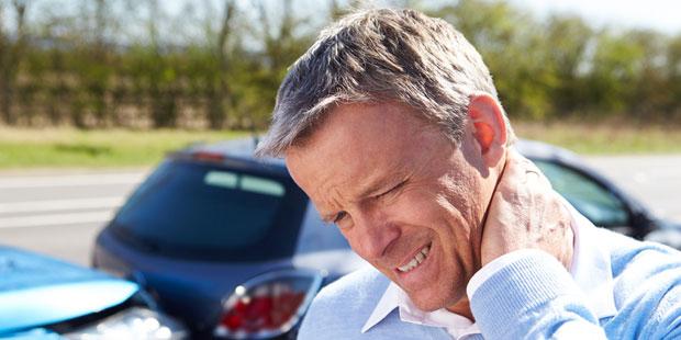 Nackenschmerzen durch Schleudertrauma