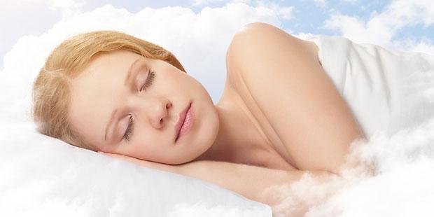 Bei Schlafstörungen hilft die Seitenlage