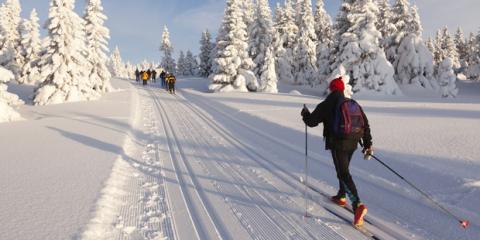 Ein Sportler beim Skilanglauf
