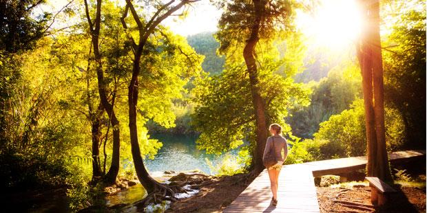 Spaziergang in der Sonne fördert die Vitamin-D-Bildung